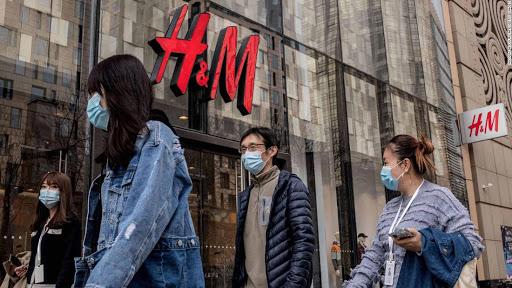 I cinesi contro H&M per il cotone raccolto dagli uiguri
